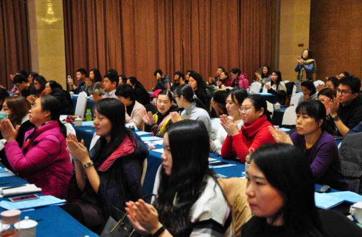 学员们对授课教师的讲授报以热烈掌声(档案专业人员岗位培训班)